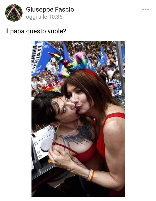 """Papa Francesco favorevole a unioni civili per coppie omosessuali: """"Hanno diritto a una famiglia"""""""
