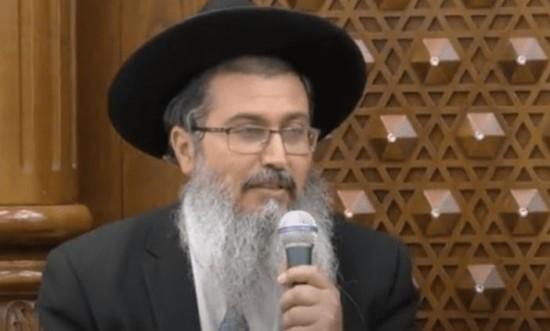 La sparata del rabbino negazionista: «Non fate i vaccini, vi rendono gay»